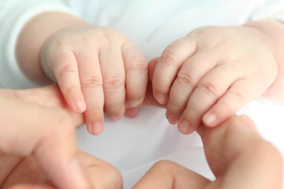 Développement moteur bébé de un mois
